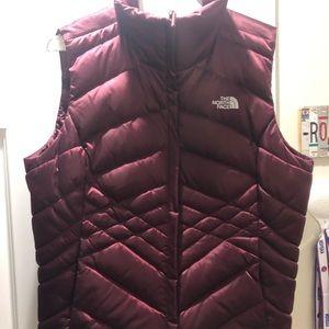 Women's north face vest size LARGE